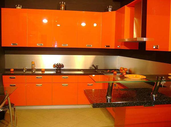 Ярко оранжевая кухня